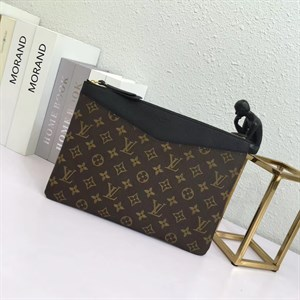 Косметичка -клатч LOUIS VUITTON DAILY POUCH