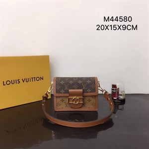 Сумка LOUIS VUITTON MONOGRAM CANVAS DAUPHINE